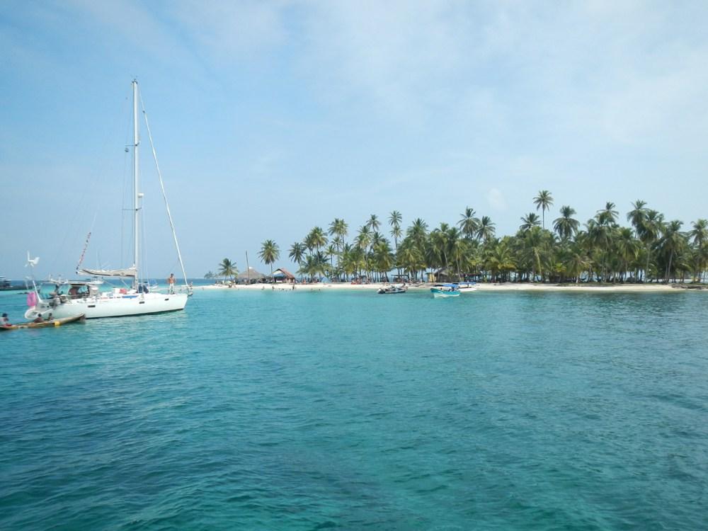 A sailboat enters the San Blass Islands. Photo courtesy of sanblas-islands.com
