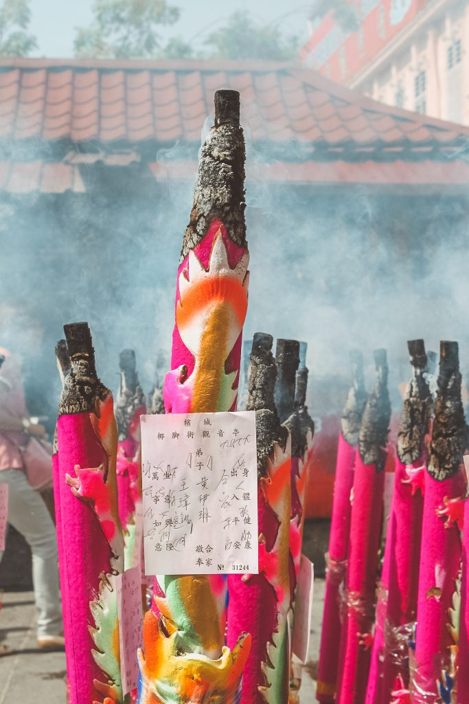 incense-outside-kuan-yin-temple-2